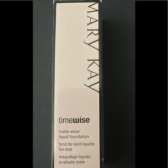 NIB. Timewise Ivory 5 Liquid Foundation